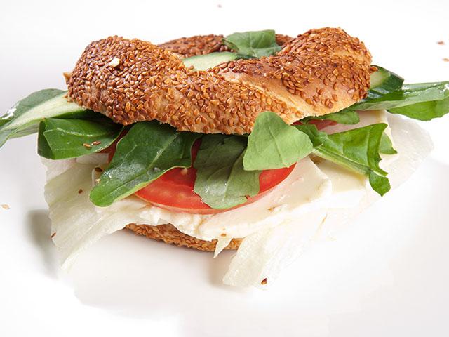Beyaz Peynirli Simit Sandviç